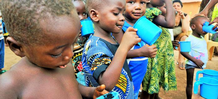 Distribution de spiruline pour en finir avec la malnutrition