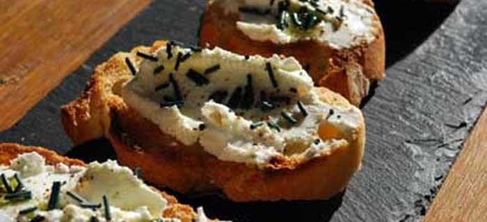 Toasts de chèvre à la spiruline