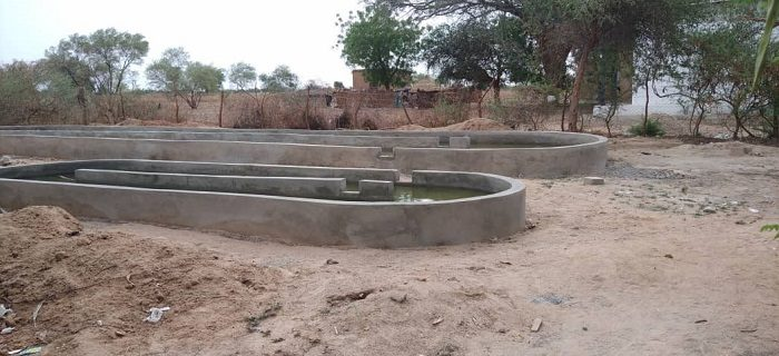 Bassins en ciment, récemment construits de la future ferme expérimentale de Maradi