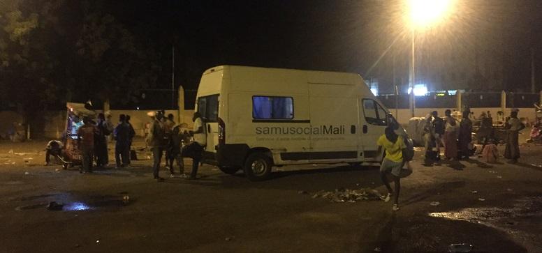 Camion du Samu Social pendant une maraude de nuit