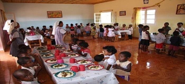 Cantine scolaire de l'association Esperanza Joie des Enfants à Madagascar
