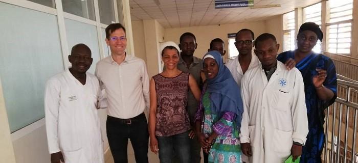 Photo de famille en fin de travail (Antenna France et équipes du Professeur Sadio Yena au Mali)